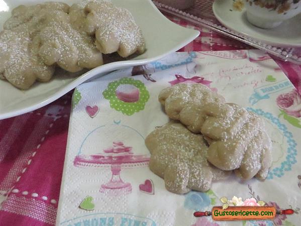 Biscotti al caffe con sparabiscotti