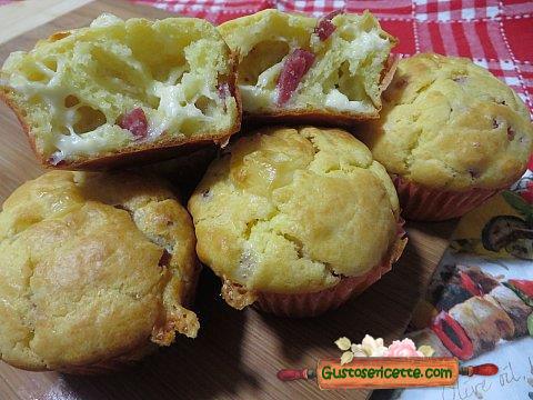 Muffin salati salame e fontal