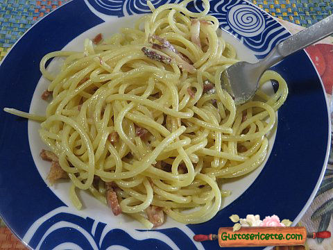 Spaghetti veloci speck e curcuma