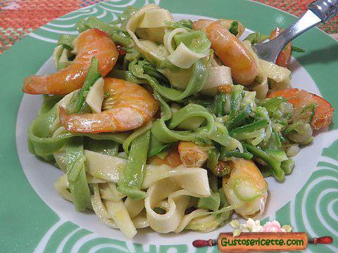 Tagliatelle paglia e fieno mazzancolle e zucchine