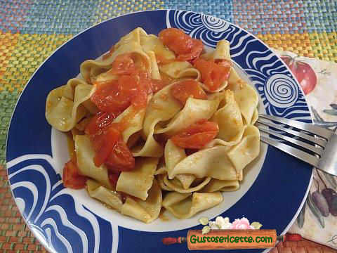 Pappardelle colatura di alici al pomodoro