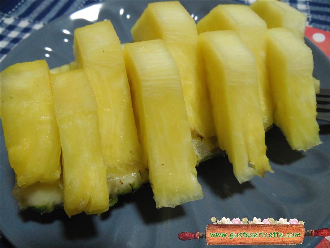 Ananas al forno con limoncello