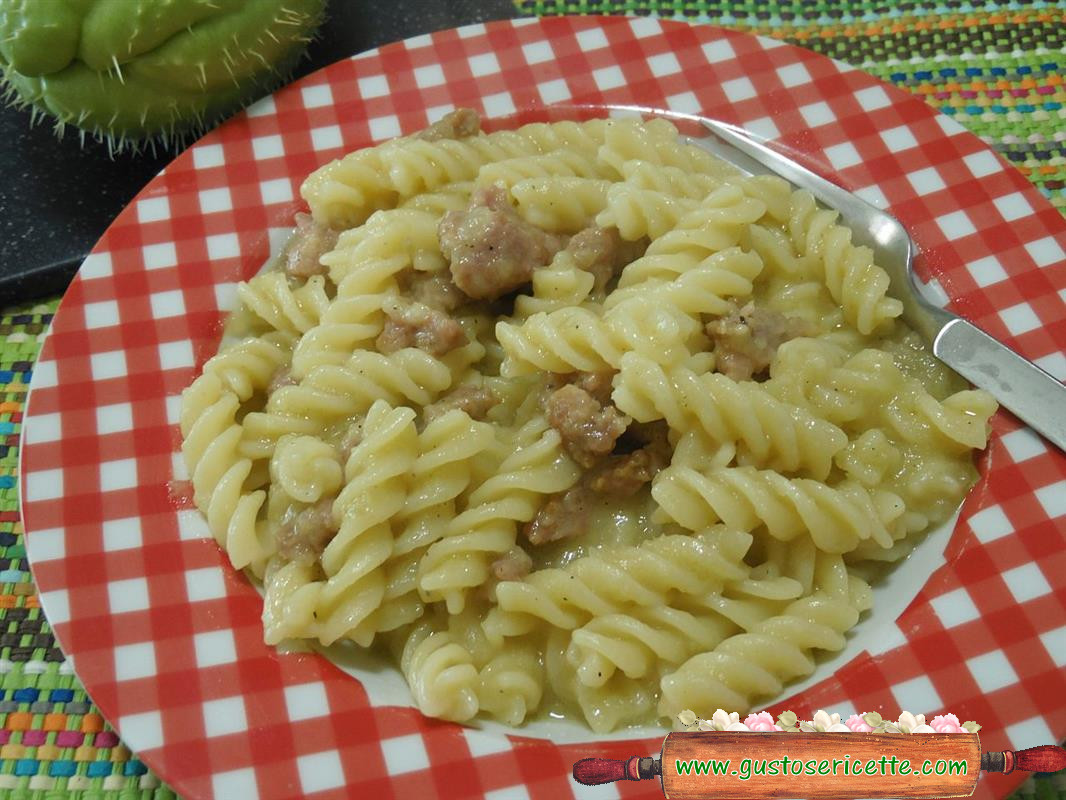 Pasta cremosa alle zucchine spinose